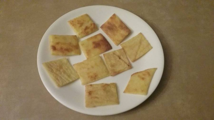 Low Carb Garlic Basil (essential oil) Crackers